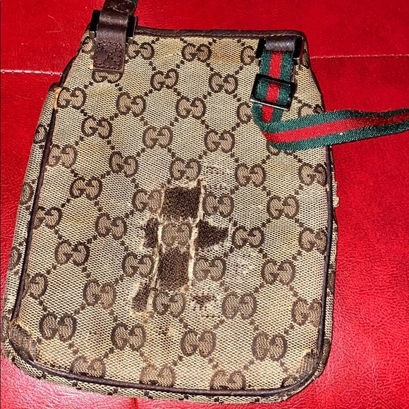 Gucci sling bag (as is)